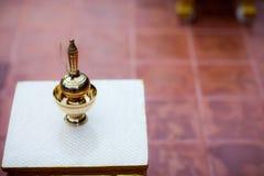 Les fiançailles thaïlandaises, versent l'eau dans le mariage thaïlandais images libres de droits