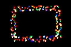 Les figures colorées avec des klaxons forment un cadre chiffre de bokeh avec des klaxons d'isolement sur le fond noir cadre des f images stock