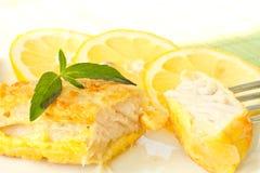 Les filets de poissons ont fait frire dans la pâte lisse Images libres de droits