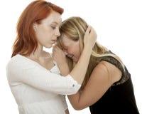 Les filles d'une chevelure rouges et blondes pleurent et bloc de commande Images libres de droits