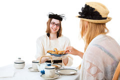 Les filles de l'adolescence prennent le thé Photos stock