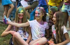 Les filles font l'autoportrait avec le téléphone portable Images stock