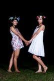 Les filles thaïlandaises asiatiques tiennent des mains dans le sentiment d'amitié Photo stock