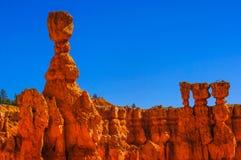 Les flèches grandes ont découpé loin par érosion en stationnement national de canyon de Bryce, Utah, Etats-Unis Photo stock