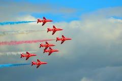 Les flèches rouges pilotant l'affichage Team Five Hawk Jets Images libres de droits