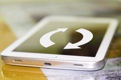Les flèches sur l'écran de téléphone portable Photographie stock libre de droits