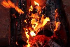 Les flammes du feu images stock