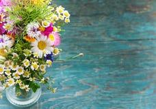 Les fleurs d'été raillent  Image libre de droits
