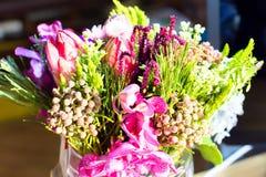 Les fleurs dans un vase Photo libre de droits