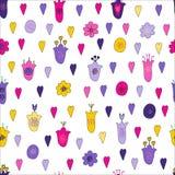 Les fleurs et les coeurs tirés par la main gribouillent le modèle sans couture Rose, fleurs pourpres, jaunes, violettes Style naï illustration libre de droits