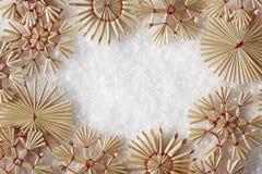 Les flocons de neige encadrent, Straw Snow Flakes Christmas Decoration photographie stock