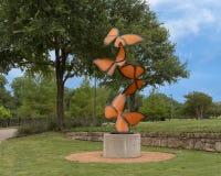 Les ?flottements de la vie par ?, une sculpture en acier par Laura Walters Abrams ont plac? dans le parc de Watercrest, Dallas, l photo libre de droits