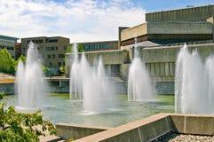 Les fontaines aux arts du spectacle de l'université d'Ithaca centrent photo libre de droits