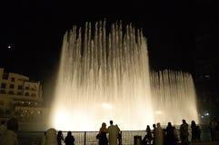 Les fontaines de danse à Dubaï du centre photos libres de droits