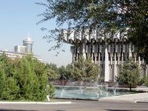 Les fontaines de Tashkent s'approchent salle de concert 2007 amitié de peuples Photos libres de droits
