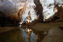 Les formations accentuées de chaux dans le Phong Nha foudroient Phong Nha KE frappent la région du Vietnam Images stock