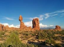 Les formations de roche dans le désert aménagent en parc au parc national de voûtes photographie stock libre de droits