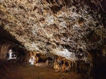 Les formations de Speleothem dans le Baradla foudroient, la Hongrie Image stock