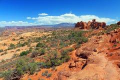Les formations primitives de traînée et de roche dans la section de Windows, arque le parc national, Utah images libres de droits