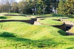 Les fossés et les cratères sur le champ de bataille de l'arête de Vimy photo stock