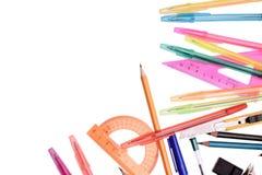Les fournitures de bureau parquent le dirigeant de crayon, d'isolement sur le fond blanc Photographie stock libre de droits