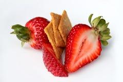 Les fraises avec du sucre amincit d'isolement Photographie stock