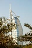Les frondes arabes d'hôtel et de paume d'Al de Burj Images libres de droits
