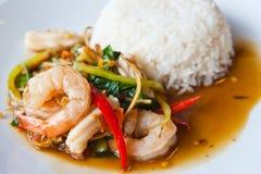 Les fruits de mer épicés Remuer-Font frire avec du riz Image stock
