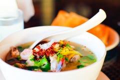 Les fruits de mer de bouillie de maïs ont bouilli le petit déjeuner délicieux Thaïlande FO de fruits de mer de riz photographie stock