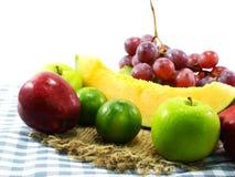 les fruits ont mélangé le fruit suivant un régime de consommation saine de fond de fruits Images stock