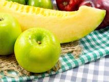 les fruits ont mélangé les fruits suivants un régime d'amour de consommation saine de fond de fruits Images stock