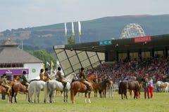Les gagnants défilent pour des chevaux au Salon Agricole Royal du Pays de Galles image libre de droits