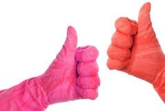 Les gants en caoutchouc montrent le signe correct photo stock