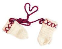 les gants tricotés Lovikka, travail manuel traditionnel de Suède ont isolé sur le blanc Image libre de droits