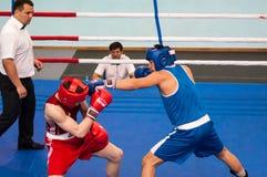 Les garçons concurrencent dans la boxe Photo stock