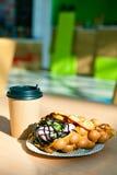 Les gaufres de Hong Kong et la tasse de café de papier Image libre de droits