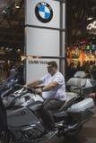Les gens à EICMA 2014 à Milan, Italie Images libres de droits
