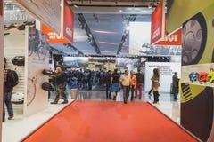 Les gens à EICMA 2014 à Milan, Italie Photographie stock libre de droits