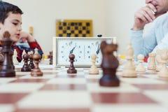 Les gens à l'école d'échecs photo libre de droits