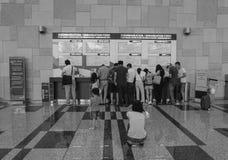 Les gens à l'aéroport de Changi à Singapour Image stock