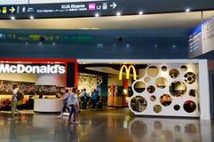 Les gens à l'aéroport de KLIA en Kuala Lumpur, Malaisie Image libre de droits