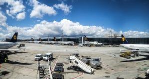 Les gens à l'aéroport de Marseille Images stock