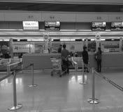 Les gens à l'aéroport de Tan Son Nhat dans Saigon, Vietnam Photos libres de droits