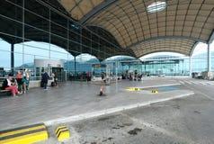 Les gens à l'aéroport international d'Alicante Photo libre de droits