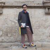 Les gens à l'extérieur du bâtiment de défilé de mode d'Anteprima pour Milan Women Photographie stock