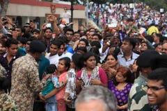 Les gens à la cérémonie de frontière d'Attari Photographie stock libre de droits