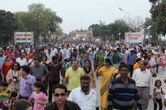 Les gens à la cérémonie de frontière d'Attari Image libre de droits