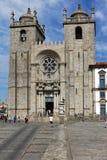 Les gens à la cathédrale de Porto Photos libres de droits