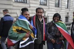 Les gens à la Chambre de l'Afrique du Sud pour le mémorial de Mandela Photos stock
