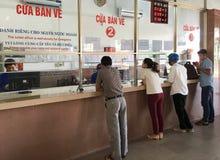 Les gens à la gare ferroviaire de Da Nang, Vietnam photo stock